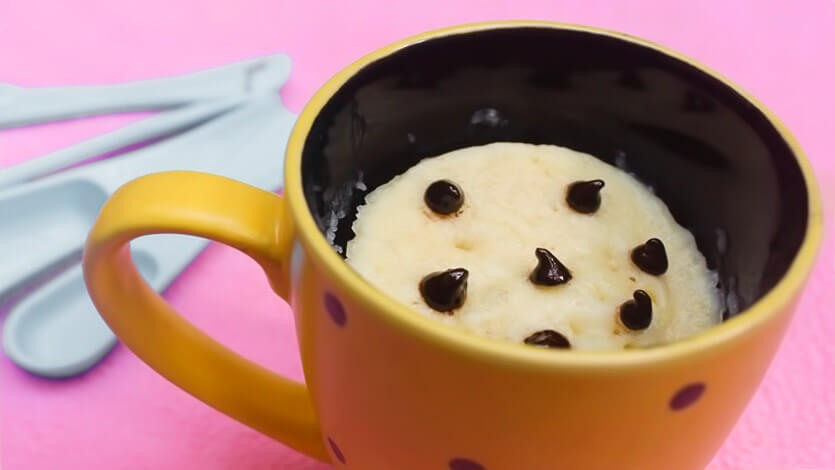 Кекс в кружке за 5 минут в микроволновке - рецепт без какао