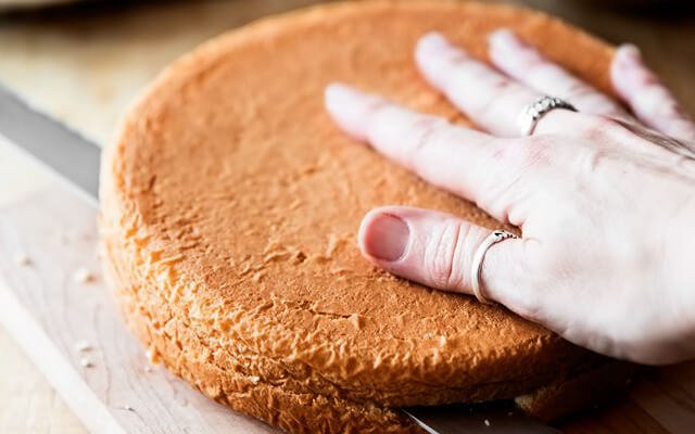как разрезать бисквит для торта