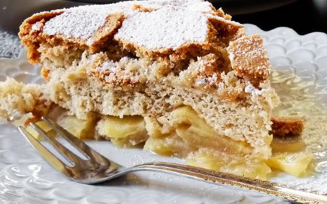 Рецепт шарлотки с яблоками в духовке на кефире
