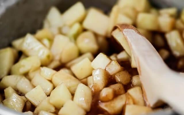 Штрудель с яблоками из слоёного теста пошаговый рецепт