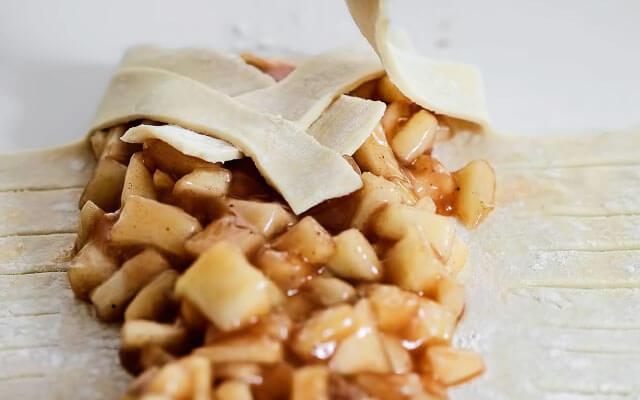 Штрудель с яблоками из слоёного теста рецепт косичкой