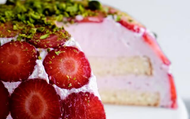 Клубничный торт без выпечки с желатином