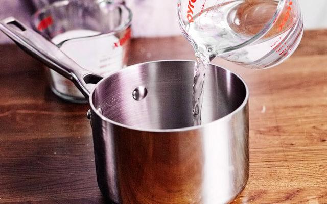 подогреваем воду в кастрюльке